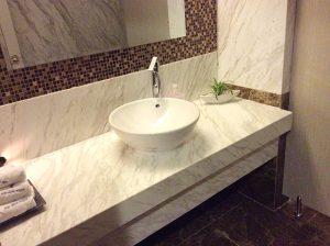 cach loai bo vet o da op lat lavabo 300x224 - Cách Loại Bỏ Vết Ố Đá Ốp Lát Lavabo