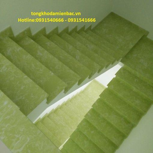 da lat cau thang gia re mau xanh ngoc - Kính màu ốp bếp tại Hà Nội chất lượng, giá cả hợp lý