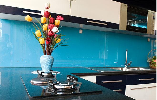kinh mau op bep 1 - Dùng kính ốp phòng bếp loại nào là tốt nhất?