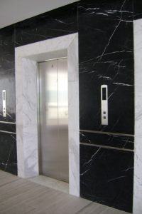 da thang may da marble 200x300 - Đá thang máy cẩm thạch đen chỉ trắng nhập khẩu chính hãng