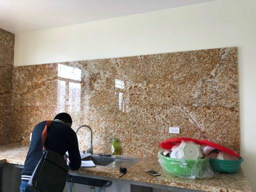 da bep vang hoang gia granite nhap khau 510x383 - Đá bếp vàng hoàng gia - granite nhập khẩu Ấn Độ